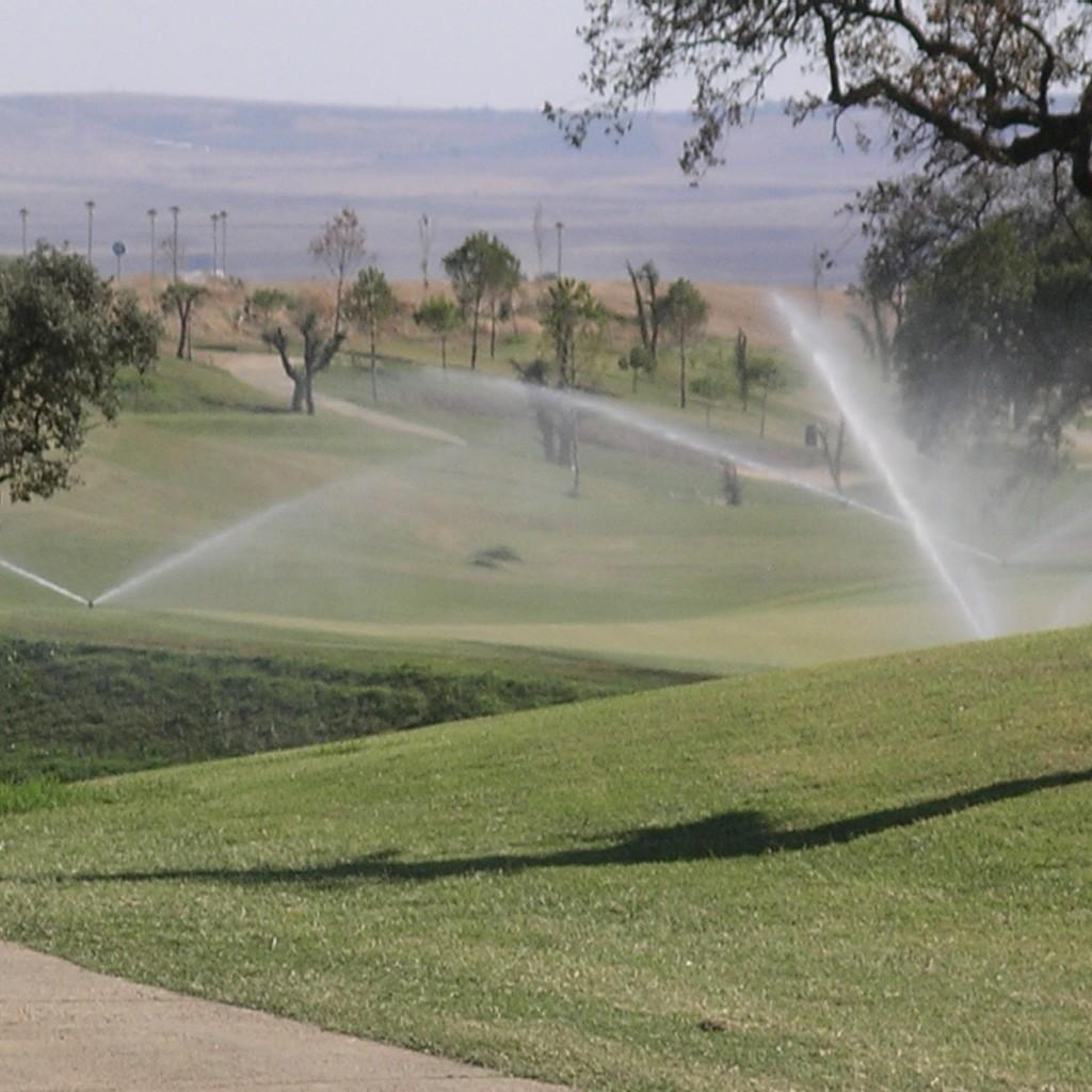riegos en clubes de campos golf