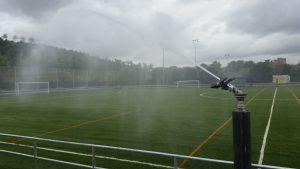 Detalle cañon riego campo fútbol Parque Lienal